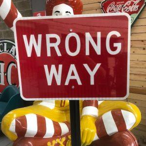 panneau de signalisation américain : wrong way