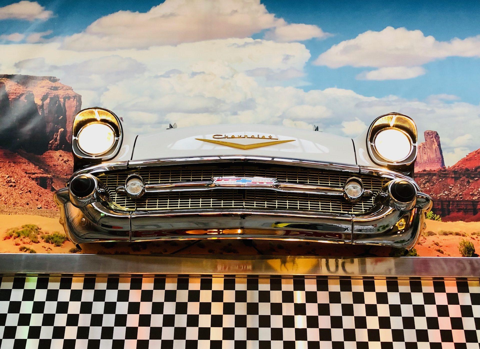 Deco Annee 50 Americaine authentique avant de voiture américaine chevrolet bel air 1957: décoration  usa 50's et 60's
