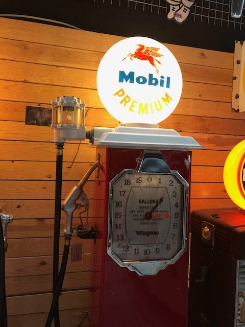 authentique pompe essence Américaine mobilgas