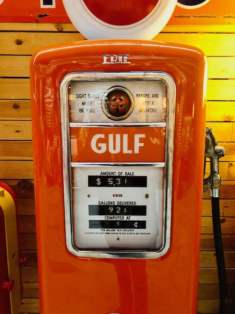 ancienne pompe essence Gulf