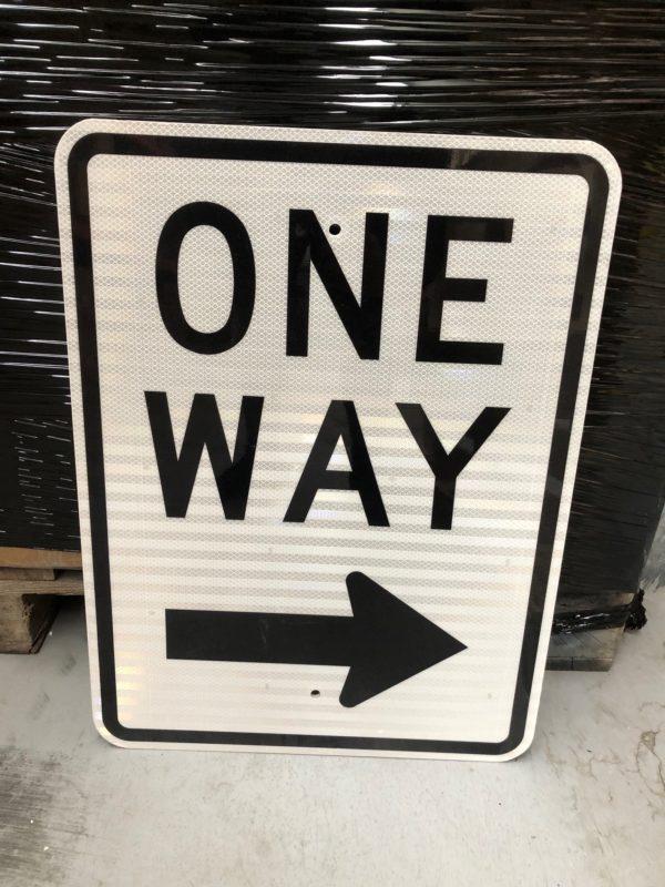 panneau routier one way