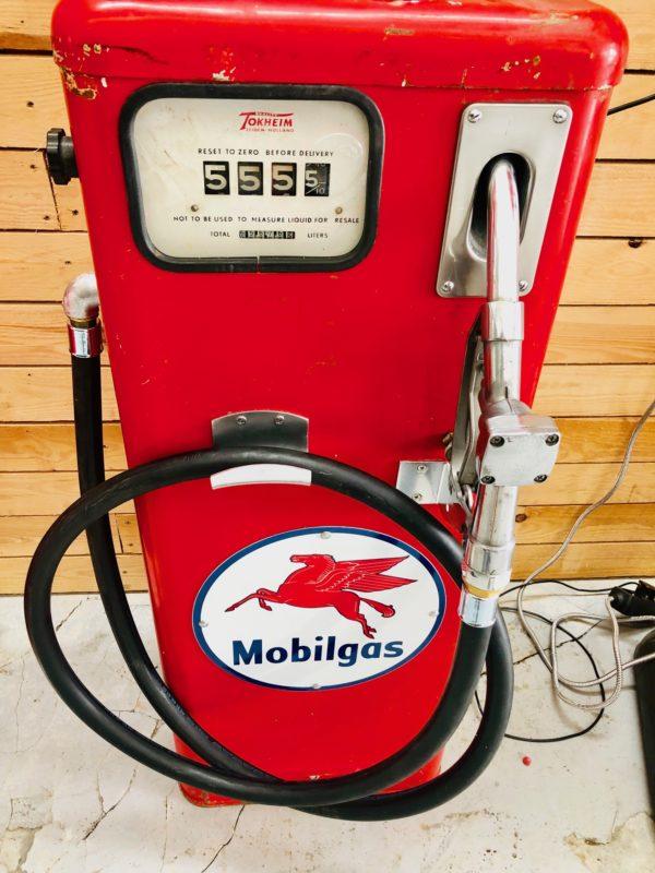 ancienne pompe à essence tokheim mobilgas face