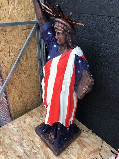 Statue de la liberté drapeau américain