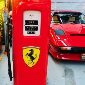Ancienne pompe essence Ferrari