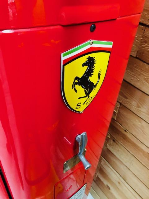 pompe essence Ferrari 1950