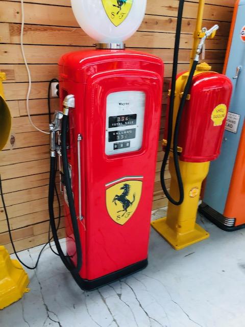ancienne pompe essence Ferrari Wayne