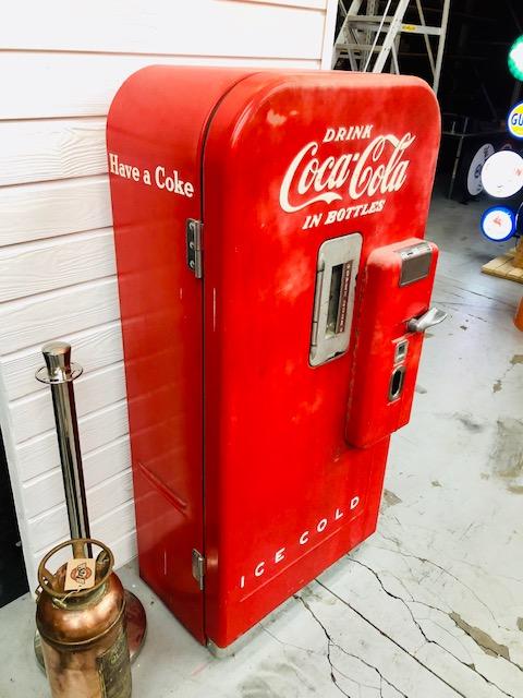 coca cola v 39 vending machine