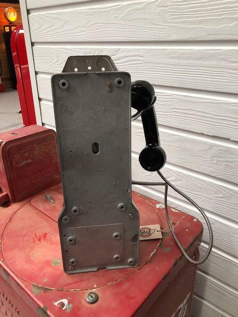 vintage USA payphone 1