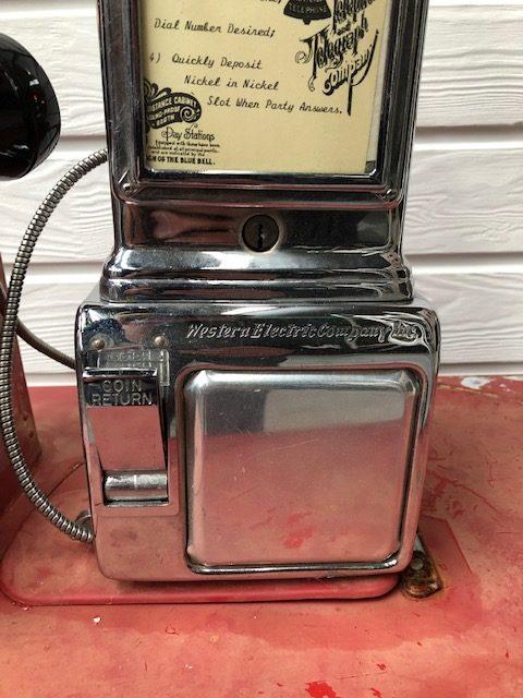 vintage US payphone
