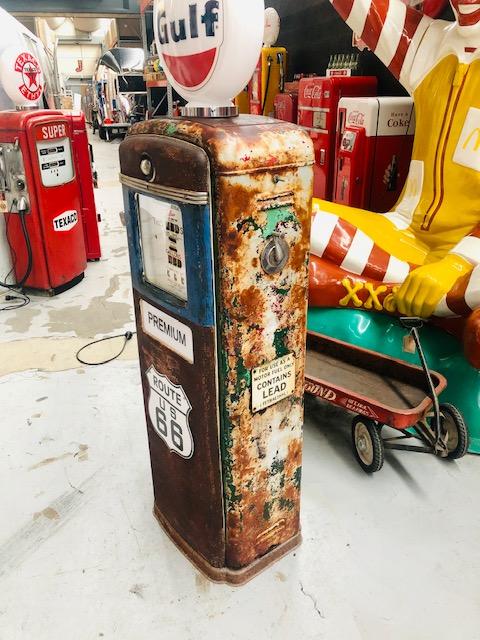 Ancienne pompe essence américaine route 66