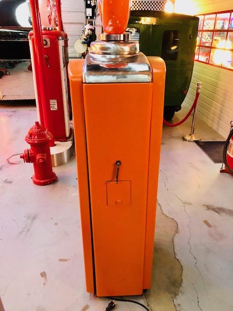 vintage gas pump from beckmeker