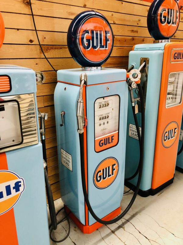 Ancienne pompe essence Gulf SATAM de 1950 restaurée