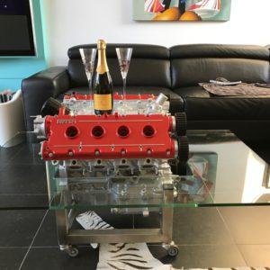 Table basse réalisée avec un véritable moteur Ferrari 348