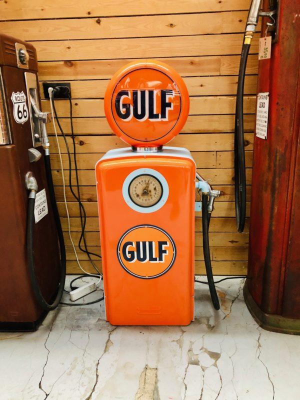 Pompe à essence Gulf américaine restaurée