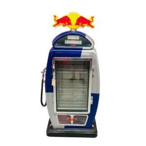 Frigo pompe à essence Red Bull.