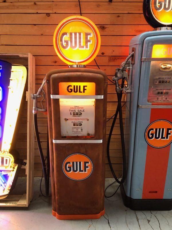 Pompe à essence américaine Gulf Gilbarco dans son jus