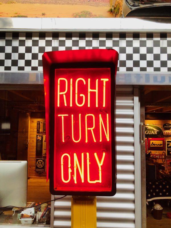 feu de signalisation américain turn right only