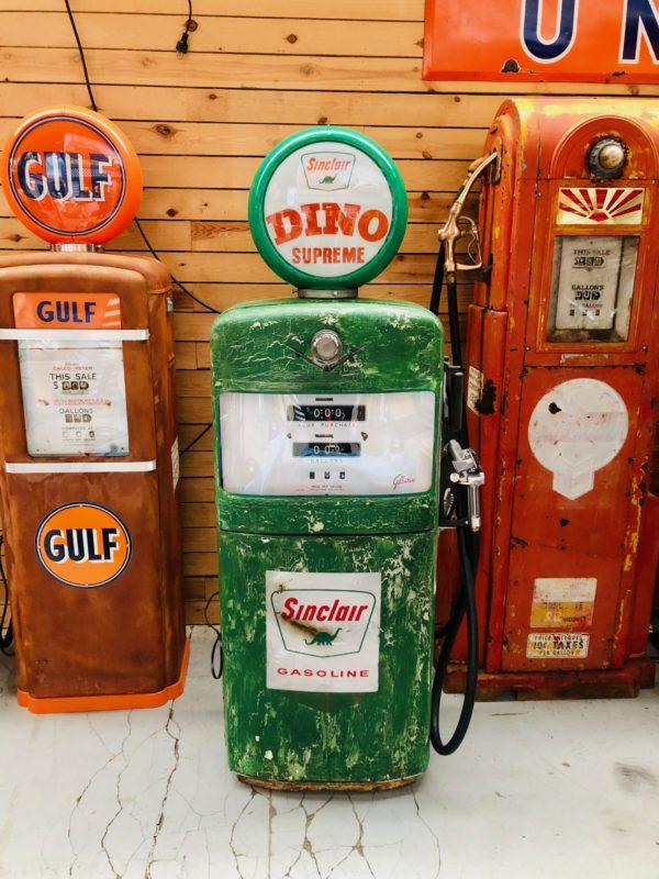 Pompe à essence américaine Sinclair Gilbarco dans son jus