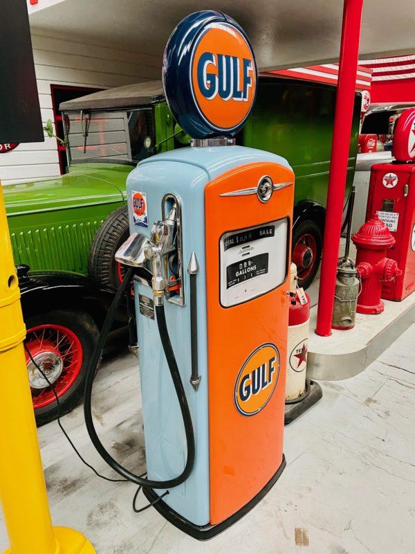 Pompe à essenceGulf bennett restaurée