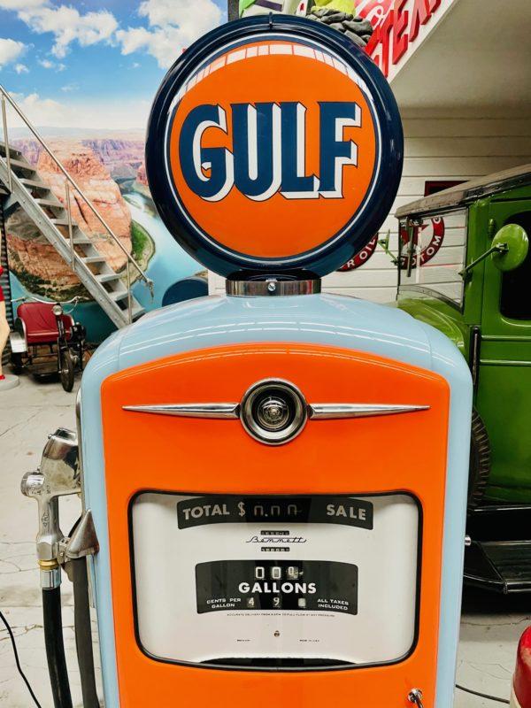 Pompe à essenceGulf restaurée 1954