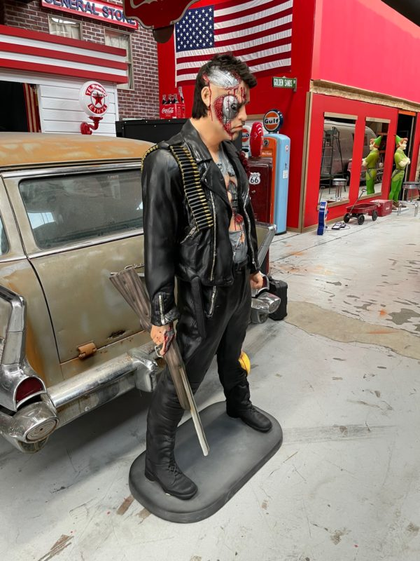 Terminator statue grandeur nature schwarzenegger