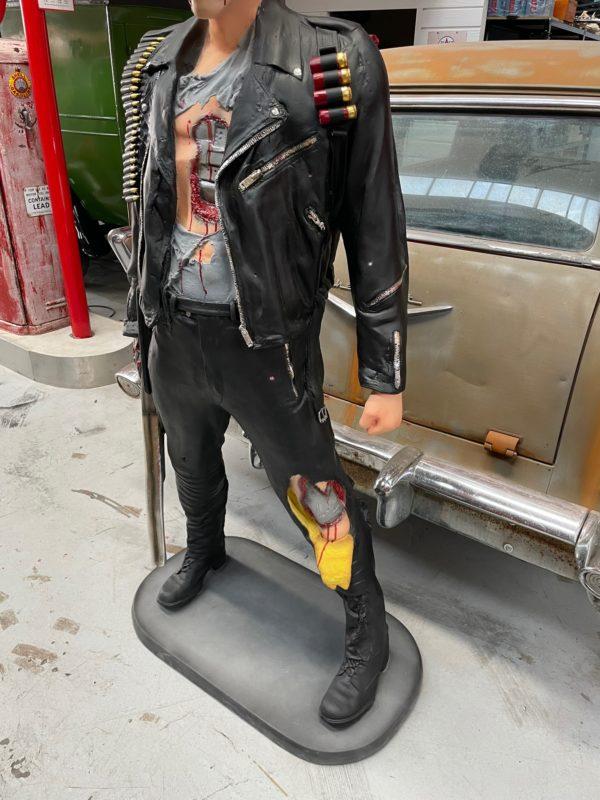 Terminator statue grandeur nature arnold schwarzenegger