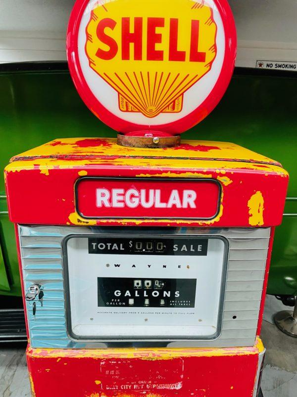 Pompe à essence américaine Shell dans son jus