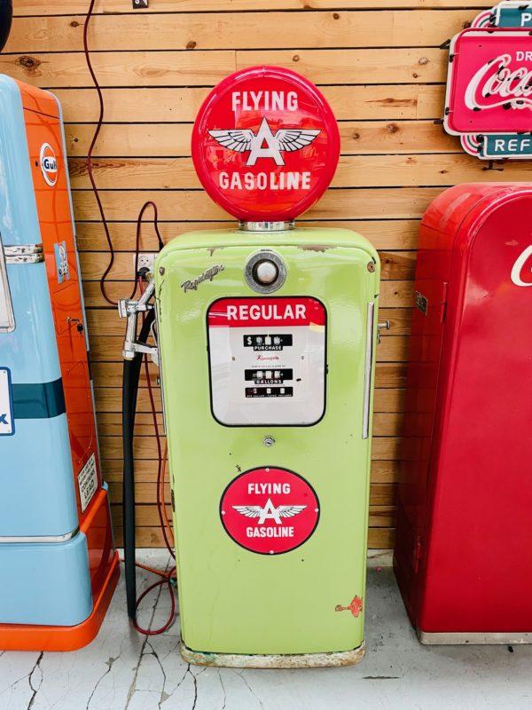 Pompe à essence américaine flying gasoline 1950