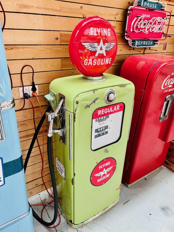 Pompe à essence américaine flying gasoline profile