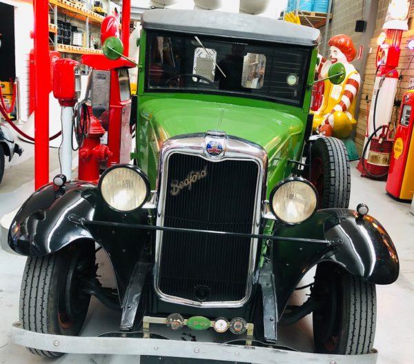 ancien camion Bedfort de 1938 , moteur 6 cylindre ,2400 cc
