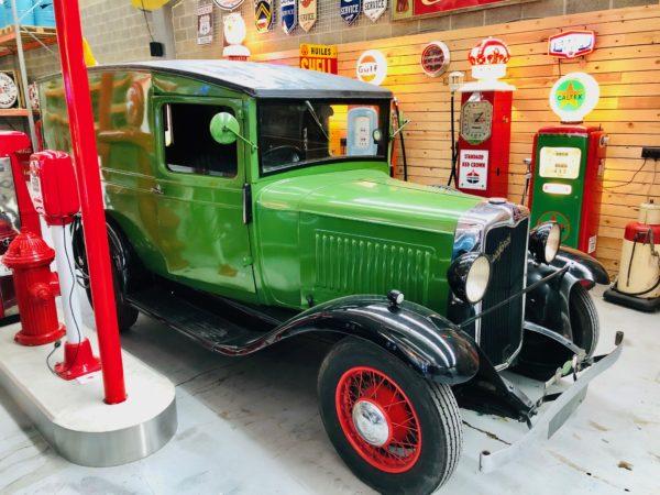 ancien camion Bedfort de 1938 , moteur 6 cylindre