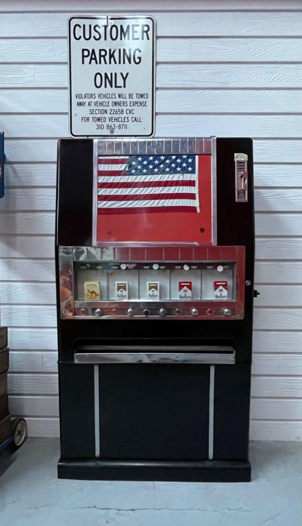 ancien Distributeur de cigarettes américaine des années 60