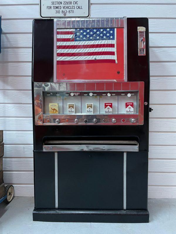 Distributeur de cigarettes américaine des années 60