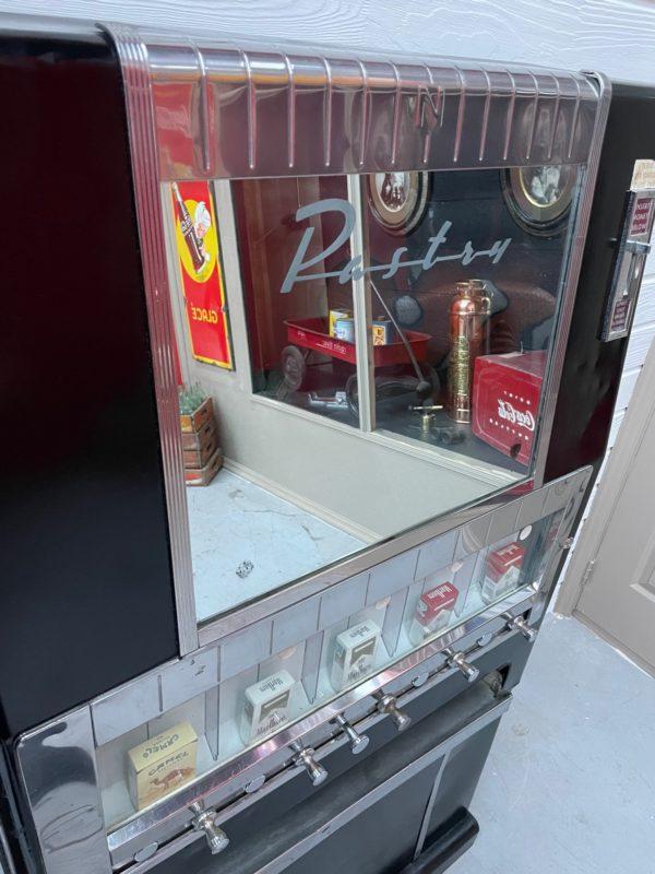 Distributeur de cigarettes américaine 1960